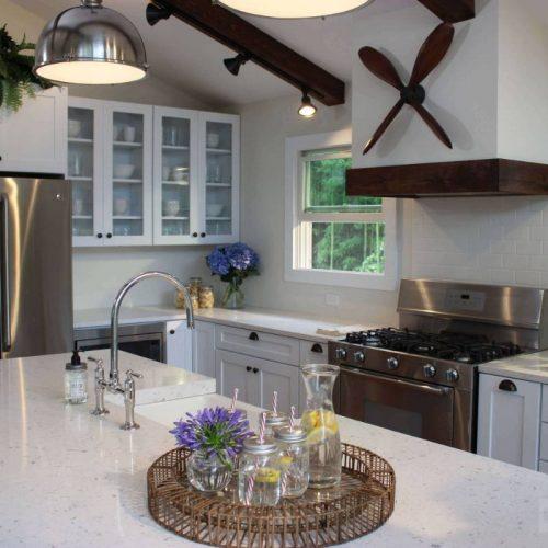 Consumers Kitchens & Baths - Silestone Bianco Rivers - Cocina tradicional